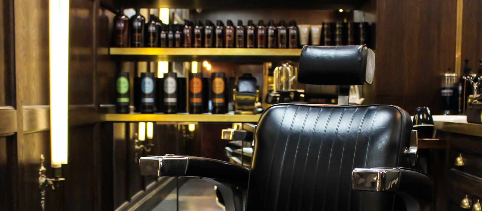 https://www.portersbarbers.co.uk/wp-content/uploads/Dulwich-Village-Porters-Barbers-Interior-5-3.jpg